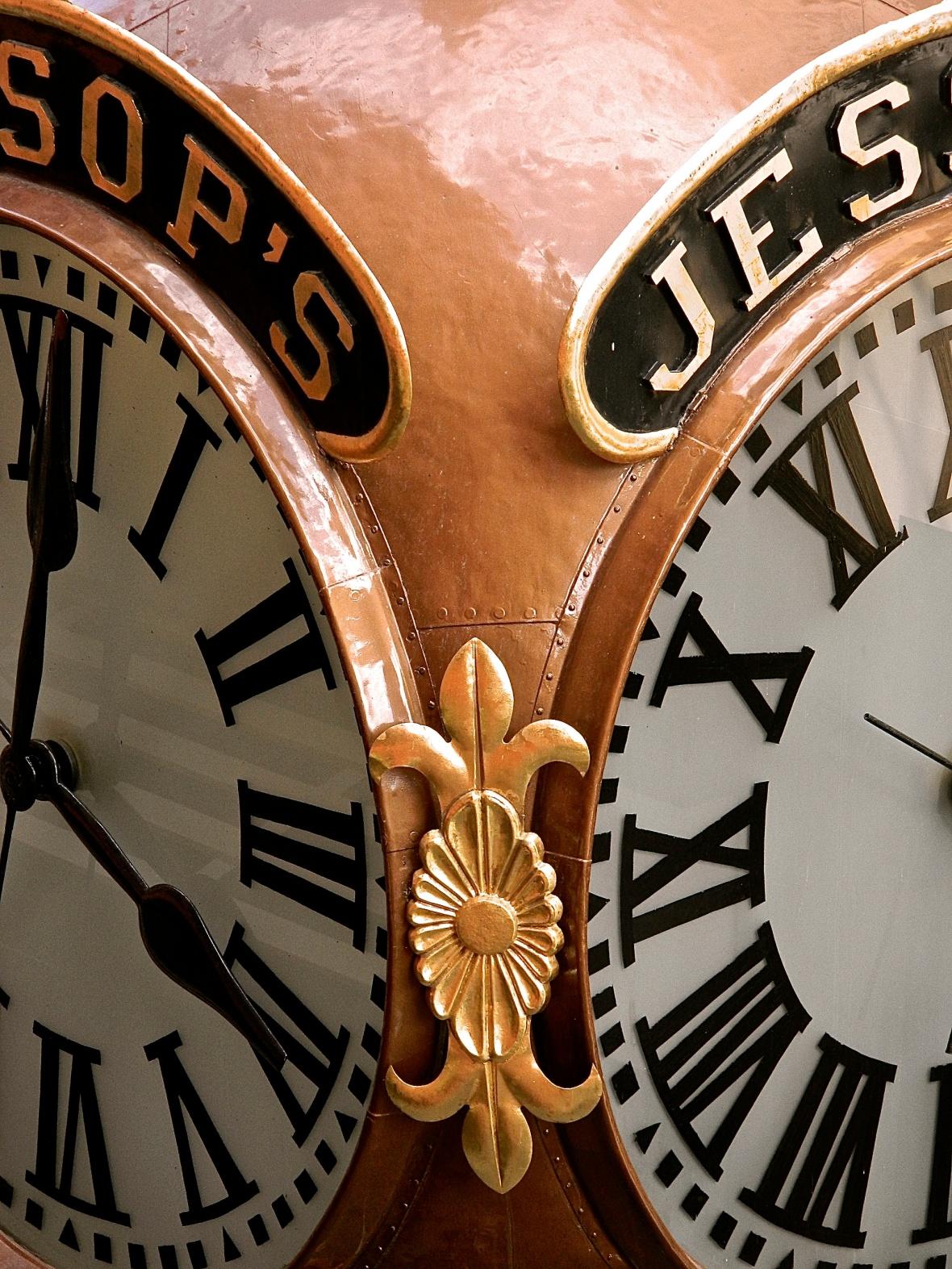 Horton Plaza Clock Close