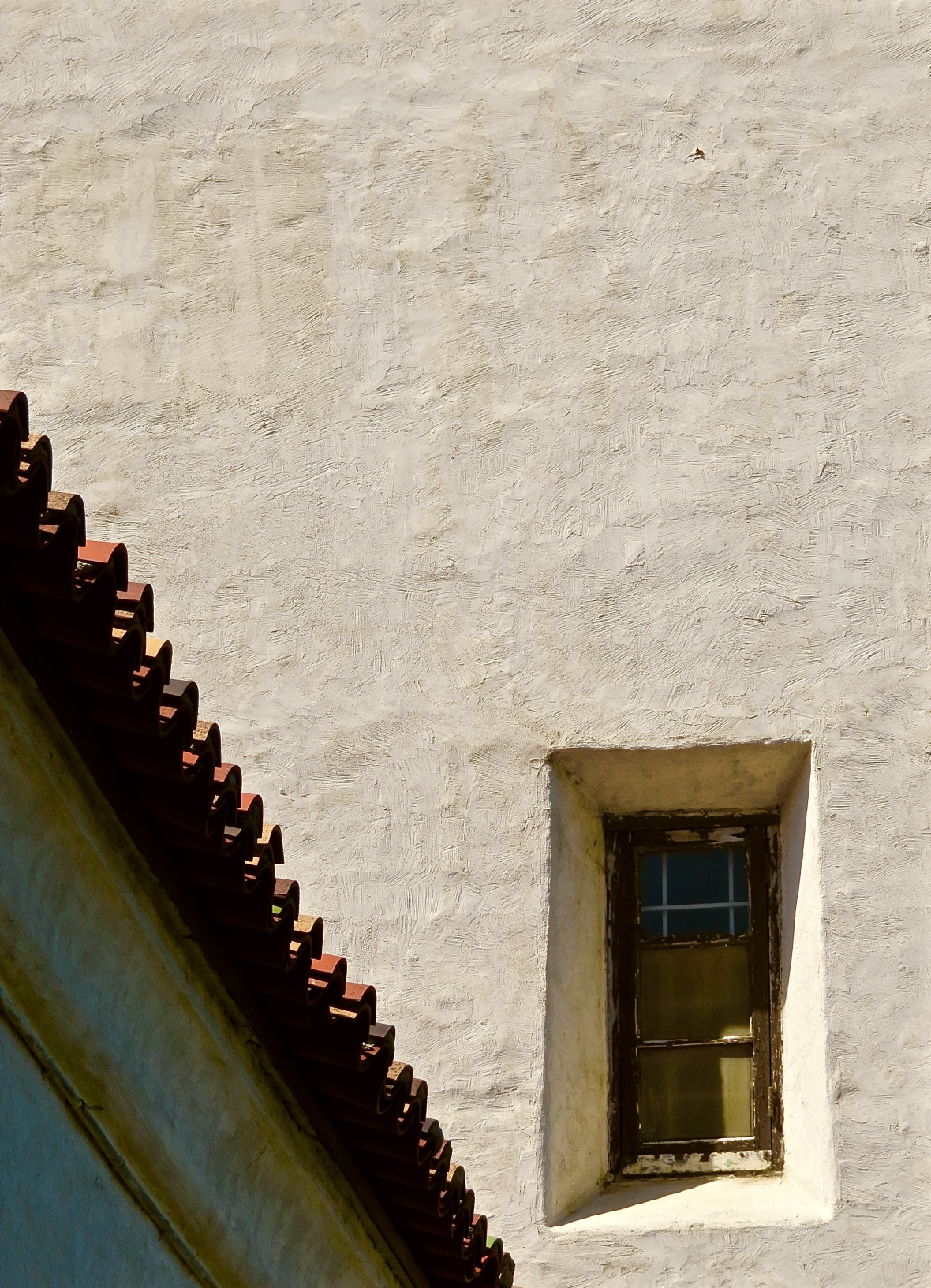 Presidio Serra Roofline Window Solo