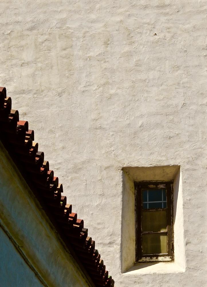 Presidio Serra Roofline Window Solo